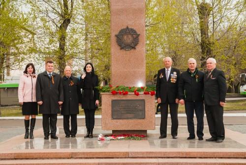 Возложения цветов как дань памяти и уважения погибшим защитникам Родины.